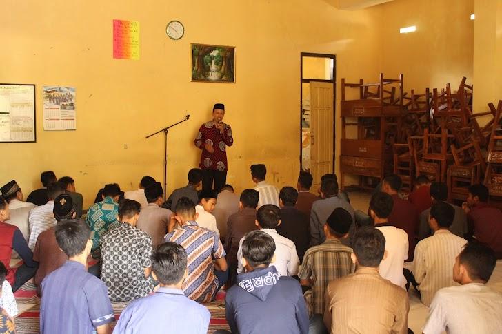 Ustadz Imron Khusaeni: Iman Ilmu Amal Adalah Harmonisasi Keagamaan
