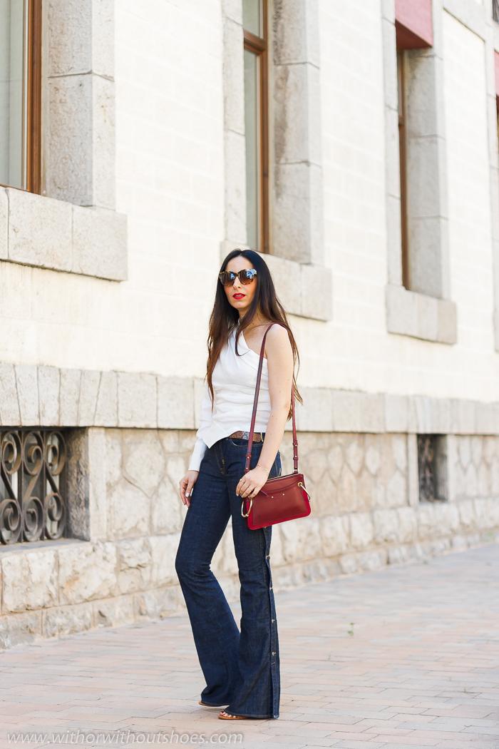 tendencias streetstyle Influencer blogger valencia con look comodo estiloso jeans bootcut y sandalias