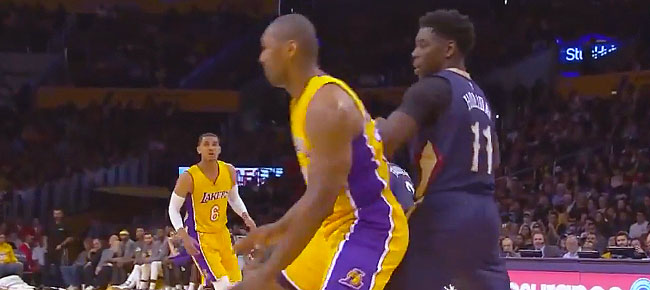 Metta World Peace Scores 18 in 2nd Half, Lakers Win 5th Straight (VIDEO)