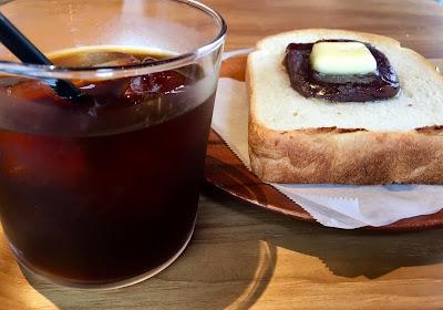 三軒茶屋にあるライツのあんこバタートーストとアイスコーヒー