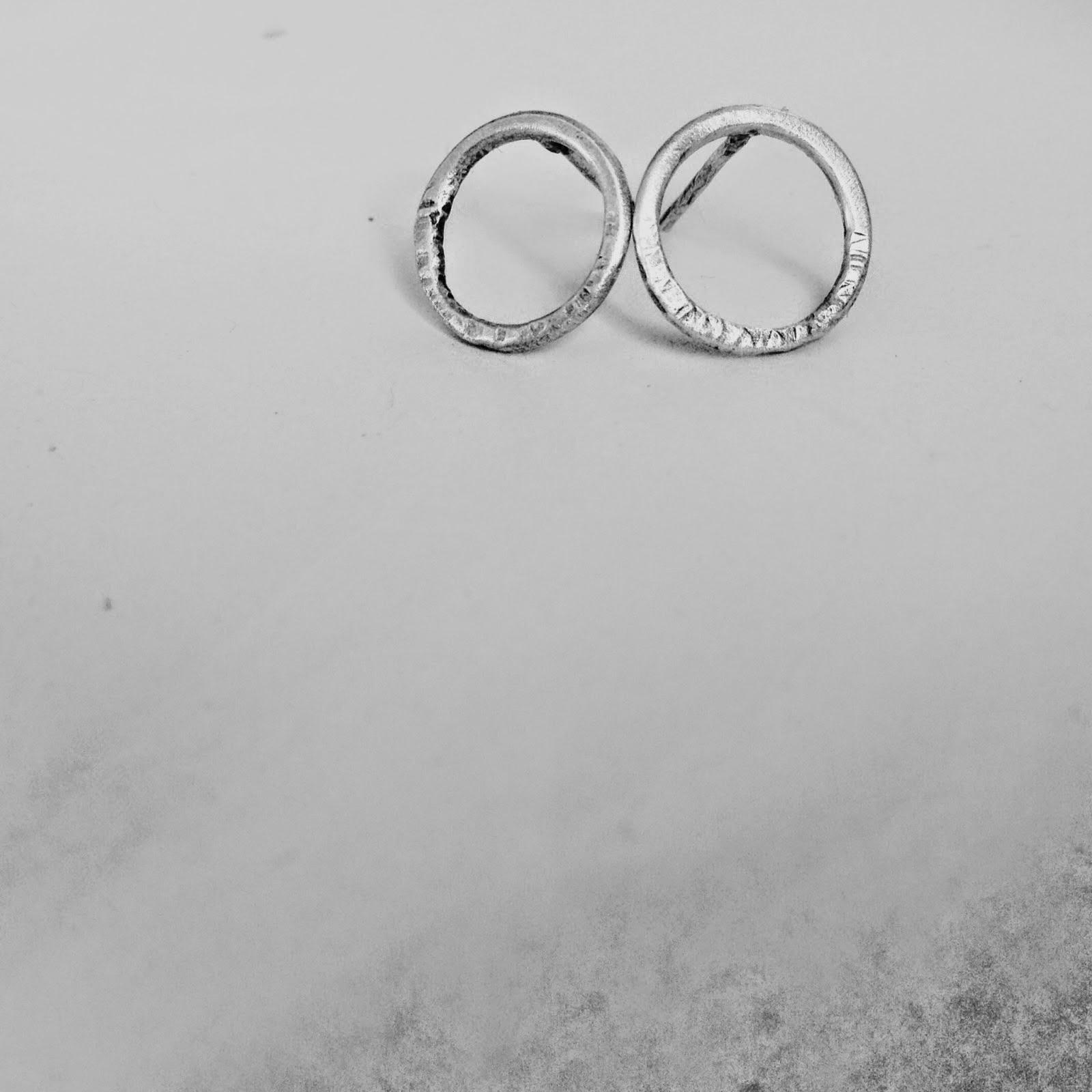 http://shapingmetal.blogspot.it/2014/10/minimal-orecchini-small-in-argento.html