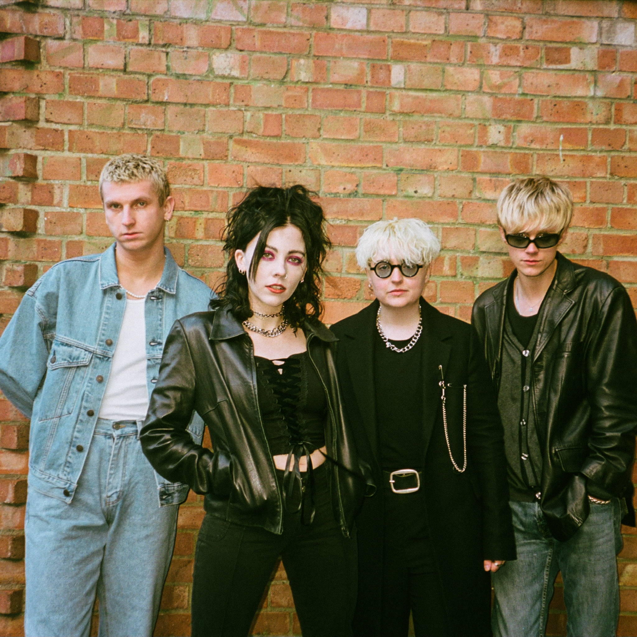 PALE WAVES NEW SINGLE 'CHANGE' OUT NOW VIA DIRTY HIT SECOND ALBUM WHO AM I? SET FOR RELEASE 12th FEBRUARY 2021