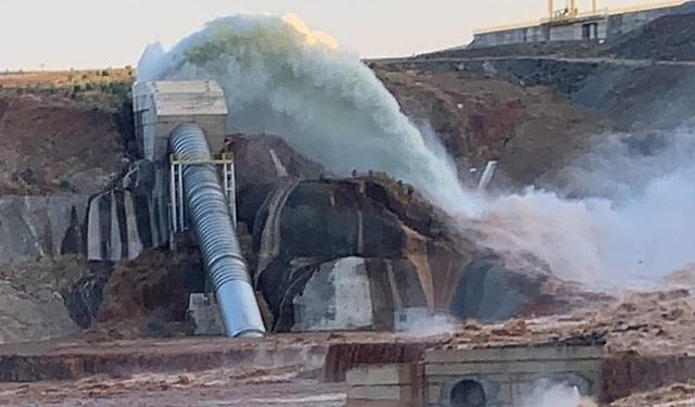 2 mil pessoas são retiradas de casa no entorno da barragem de Jati, no Ceará, após rompimento de tubulação
