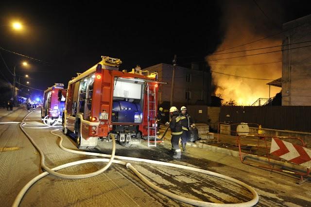 Ezer négyzetméteren csaptak fel a lángok, kiégett egy lapszabászat Budapesten