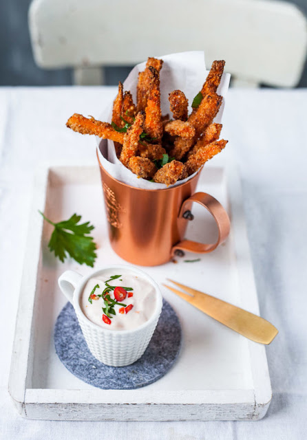 The recipe for crispy carrot fries in the Parmesan wrapper with sweet chili cream dip