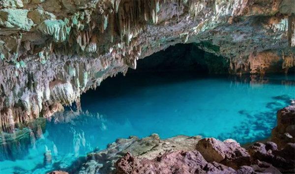 鏡石洞(Goa Batu Cermin)