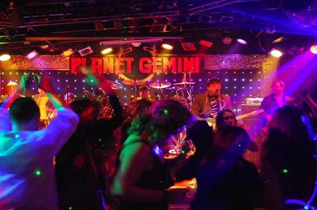 Noite no Comedy Club em Monterey