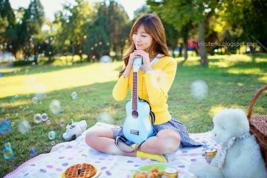Lee Yoo Eun outdoor