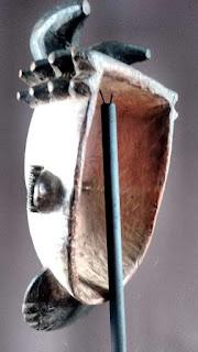Máscara Ogoni. Trasera