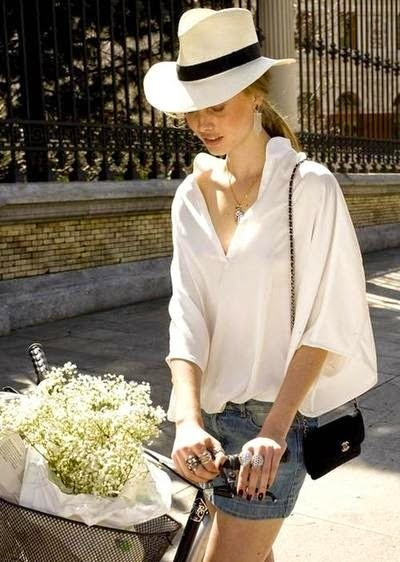 แฟชั่นเสื้อเชิ้ตสีขาว เท่ๆ เรียบๆ สำหรับผู้หญิง