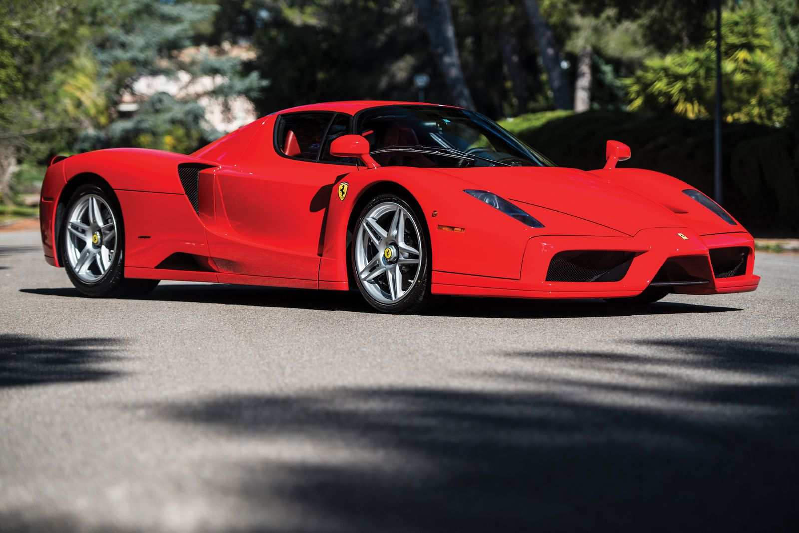 unique rosso scuderia ferrari enzo to be auctioned in may carscoops. Black Bedroom Furniture Sets. Home Design Ideas