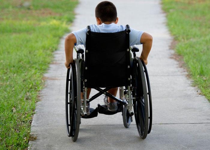 طفل ذوي الاعاقة,ترويع طفل من ذوي الإعاقة,الاطفال ذوي الاعاقة,الطفل المعاق,طفل معاق