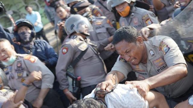 polisi pukul jurnalis di makassar