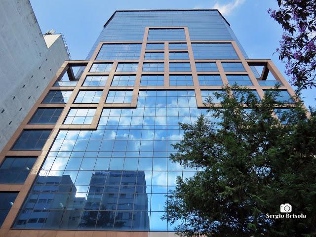 Perspectiva inferior da fachada do Edifício Fujitsu - Bela Vista - São Paulo