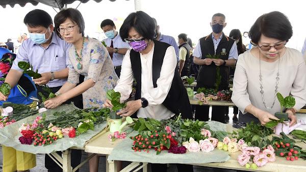 田尾康乃馨花田 體驗採花、插花替花農行銷
