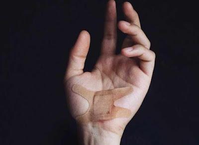 4 خطوات لعلاج الجروح بسرعة .