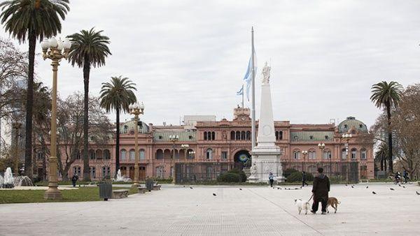 Gobierno argentino congela tarifas de internet, TV y telefonía