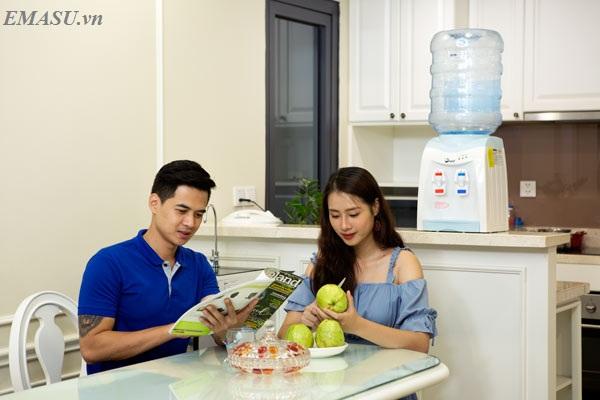Cây nước nóng lạnh để bàn mini FujiE WD1080E phù hợp với phòng làm việc nhỏ của các bạn sinh viên, những người ở trọ, các cặp vợ chồng son, gia đình ít người, văn phòng ít nhân viên ...