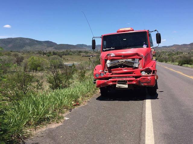 Acidente com ambulância da cidade de Tapiramutá que transportava pacientes para Salvador deixa uma vítima fatal
