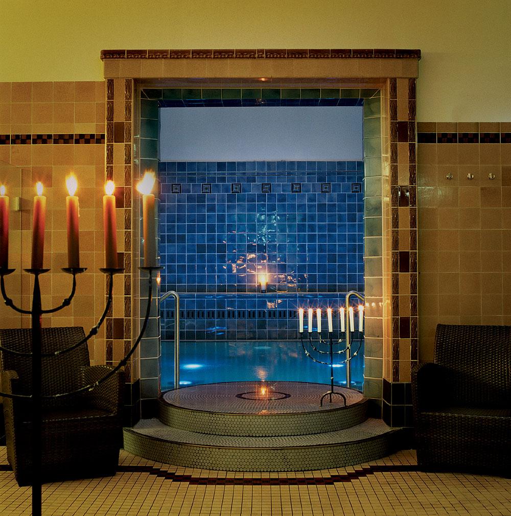 aerohaveno bath time in cologne germany. Black Bedroom Furniture Sets. Home Design Ideas