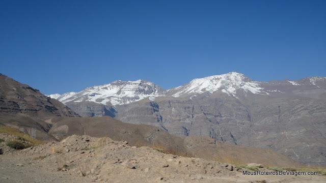 Montanhas com neve no Valle Nevado