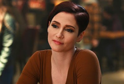 supergirl chyler leigh comes out and reveals sexuality