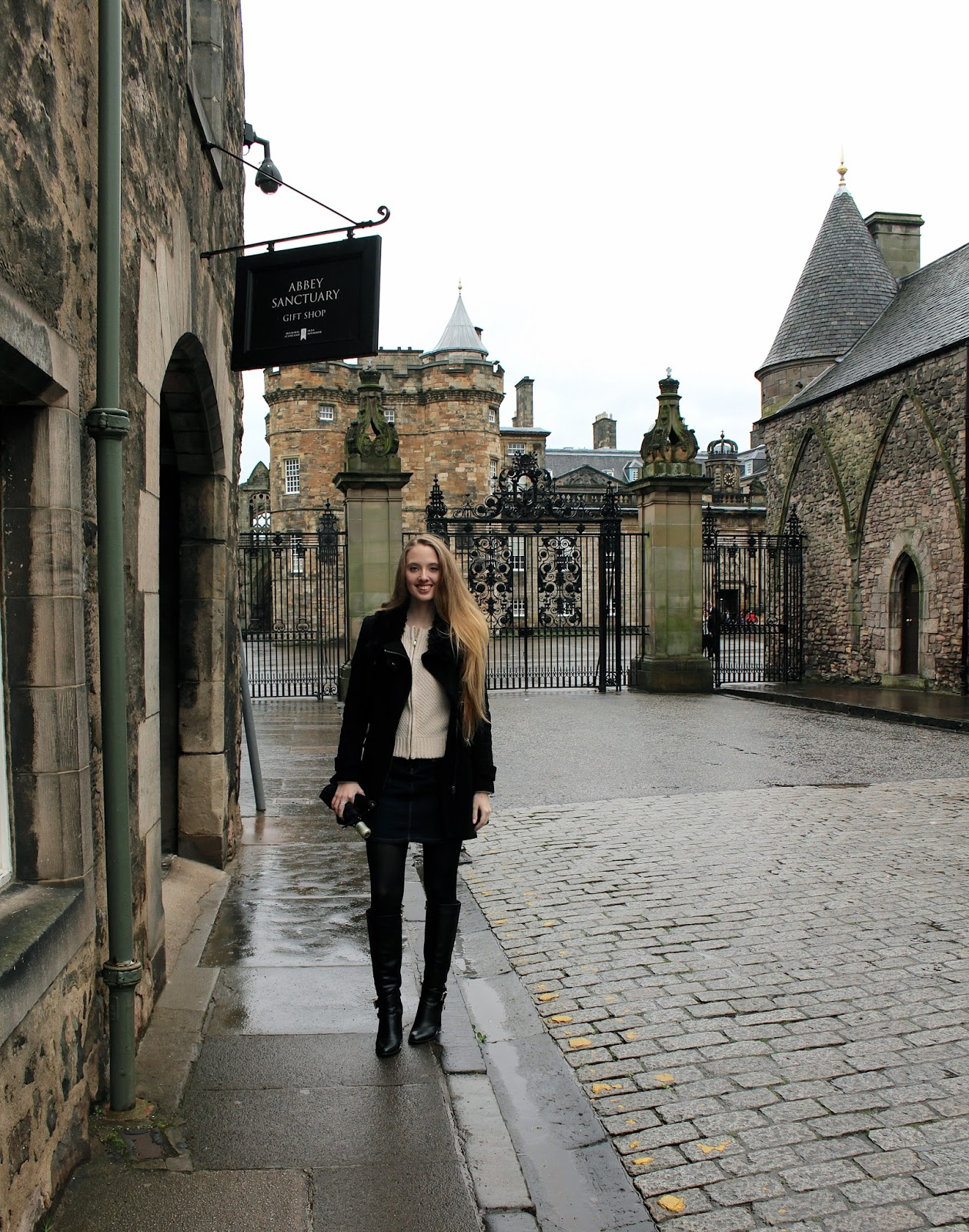 things to do in edinburgh holyrood palace