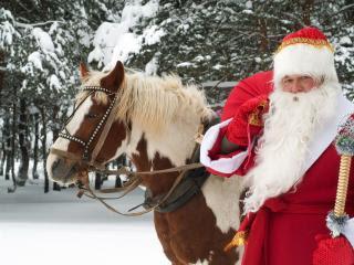 Djed Mraz Božićnjak i konj download besplatne pozadine slike za mobitele