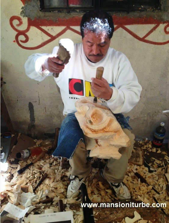 Gustavo Horta from Tocuaro working at his workshop