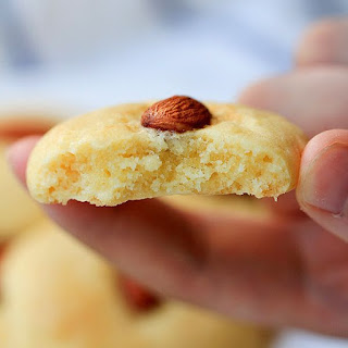 http://www.chinasichuanfood.com/chinese-almond-cookie/
