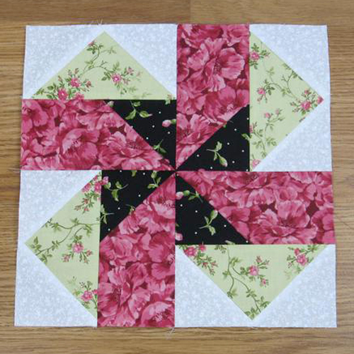 Seesaw Traditional Quilt Block - Free Pattern