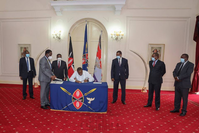 President Uhuru Kenyatta at statehouse with speakers