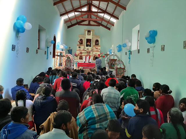 Kein Platz mehr frei in der Kapelle von Oke Orco de Quillacas