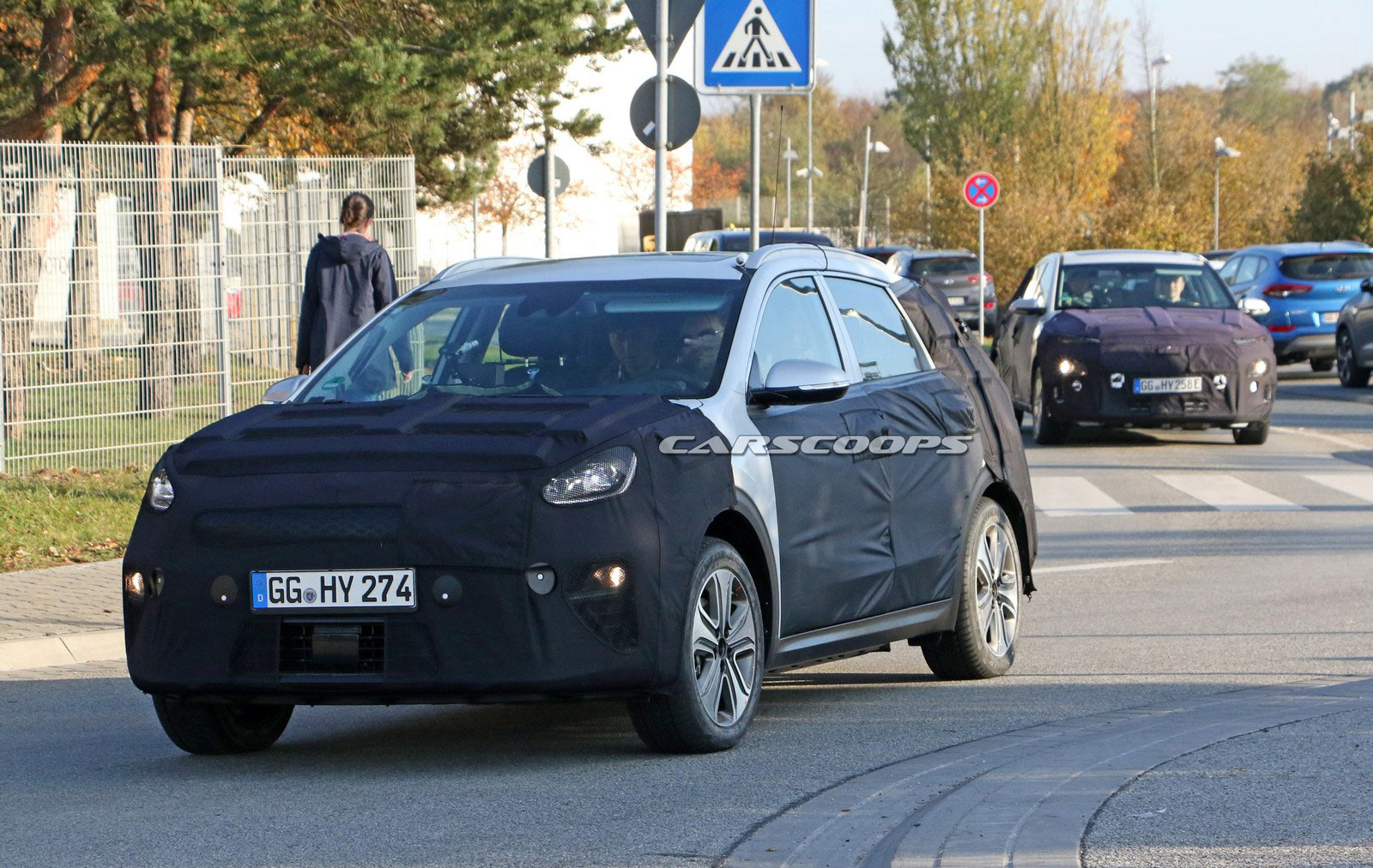 Kia Niro Ev Spotted Testing Alongside The Kona Electric
