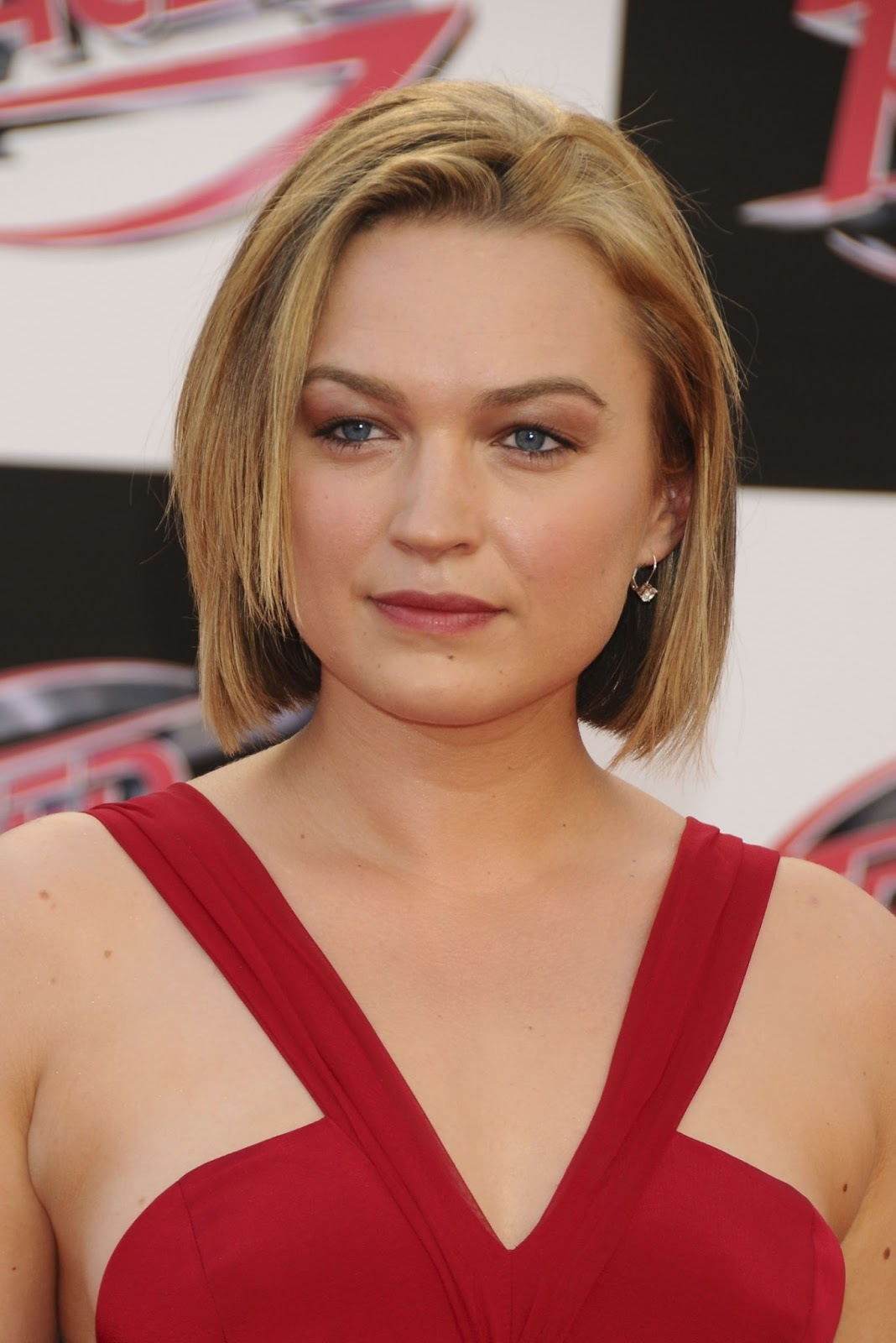 Sophia Myles Hot Photo Images And Hd Wallpapers -4205