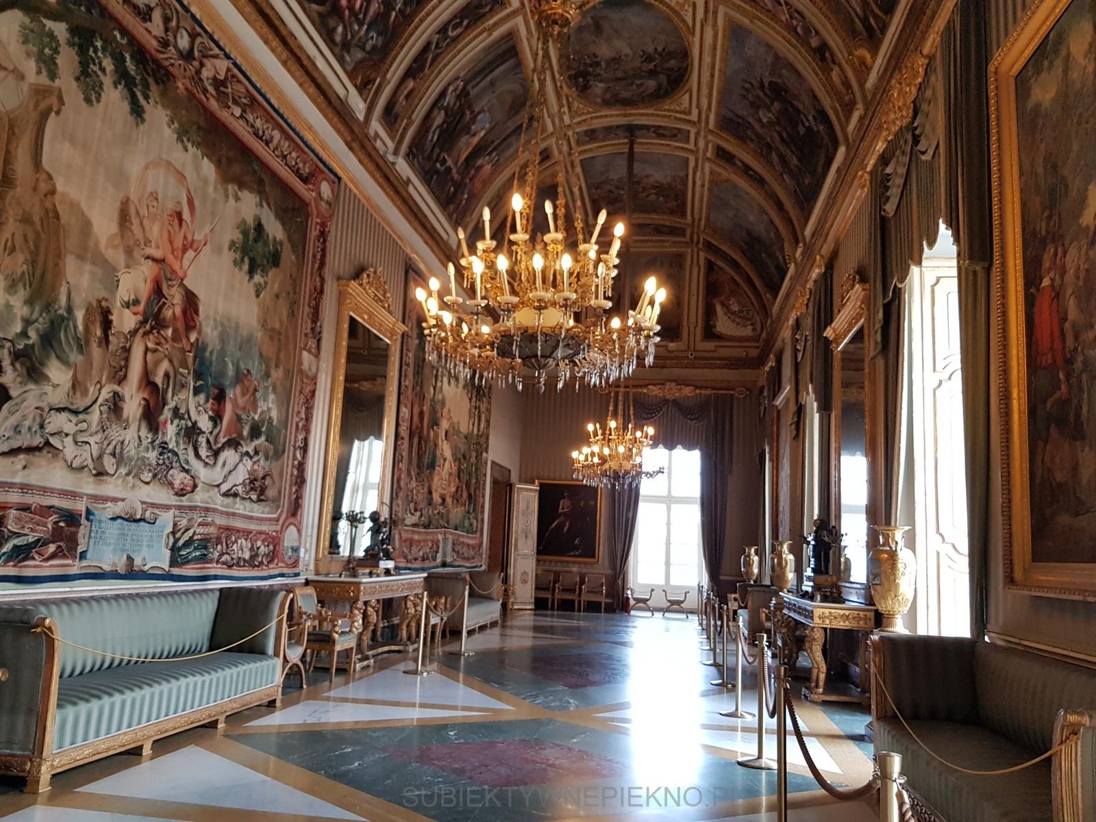 Neapol Włochy - Pałac Królewski w Neapolu. Czy warto zobaczyć Palazzo Reale di Napoli