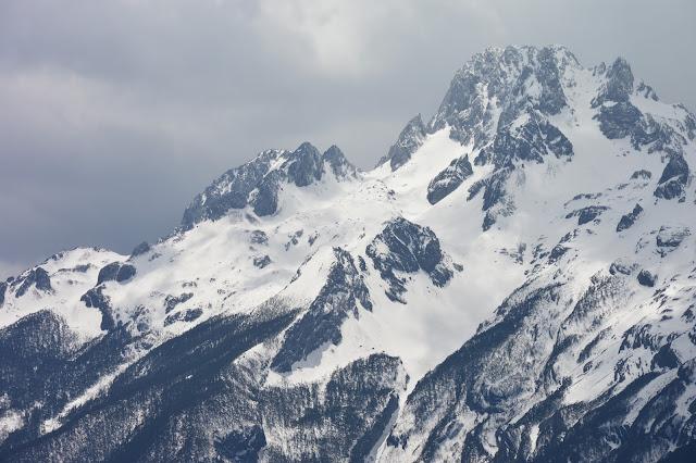 Glacier du mont enneigé du dragon de jade