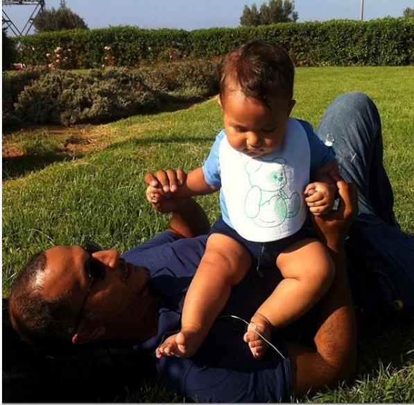 بالصورة ..سناء عكرود تكشف لاول مرة عن وجه طفلها الصغير