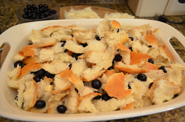 Overnight-Blueberry-French-Toast-Bake-With-Struesel-Topping-Bread-Blueberries.jpg
