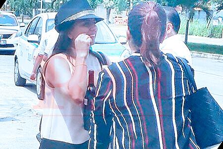 La polémica consejera presidente del IEQROO de Playa del Carmen salió de la sesión con botellas de alcohol... ¿serán para calmar la tristeza?