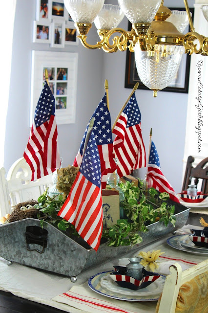 #4thofjuly #farmhouse #decorating #Independencedaydecorations #4thofjulydecor #farmhouse4thofjuly #interiordecorating #redwhiteandblue #america