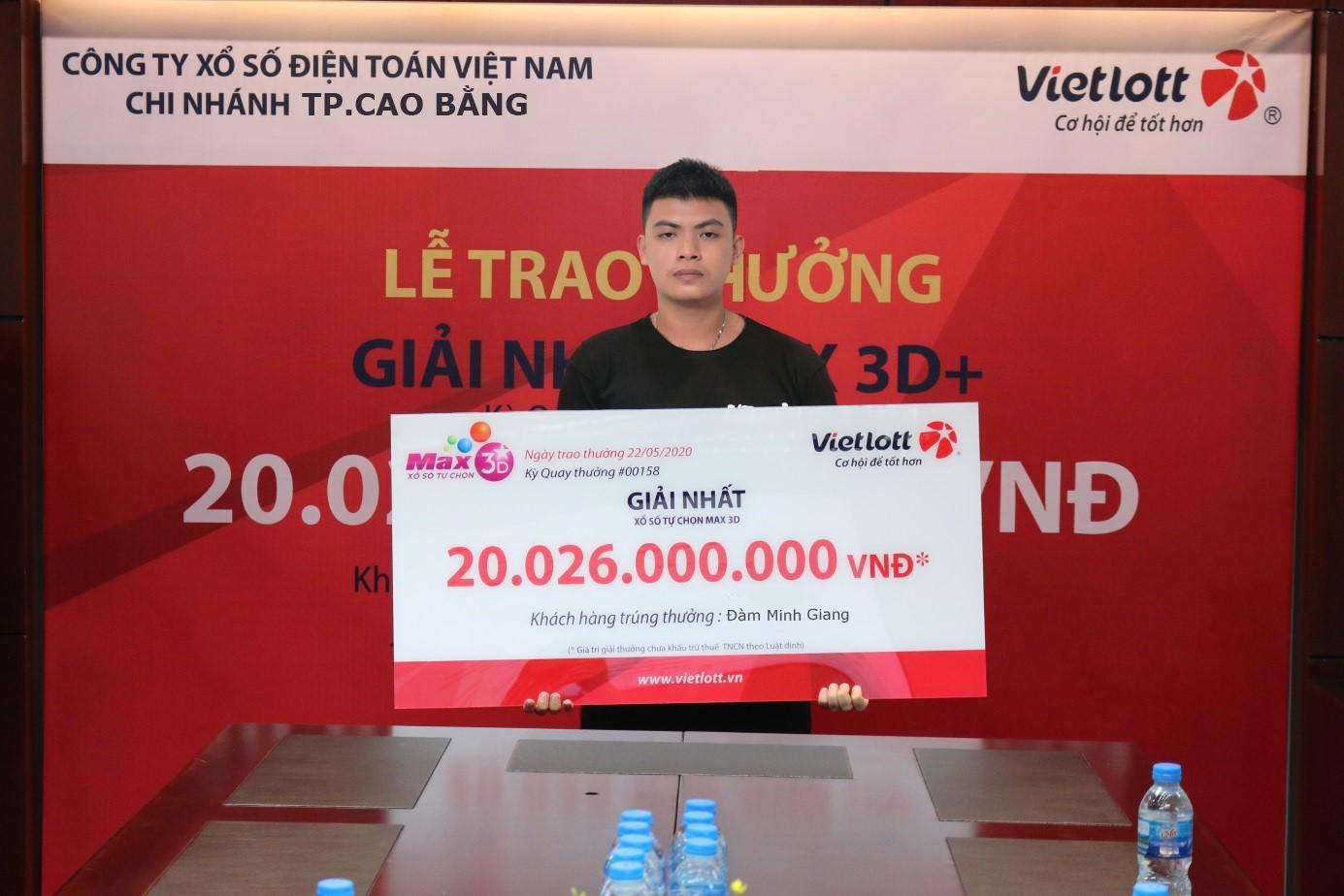 Đàm Minh Giang tình cờ mua vé trúng Jackpot Vietlott hơn 300 tỷ đồng