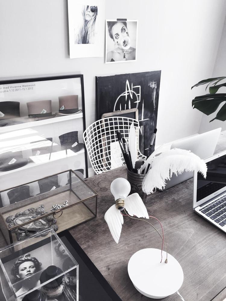 Un apartamento de estilo nórdico monocromático con mucho estilo. En la casa de la escritora Annika Von Holdt