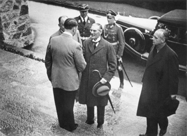 Hitler meets Chamberlain in Berchtesgaden worldwartwo.filminspector.com