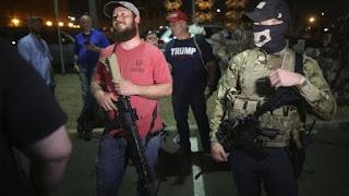 Tak Terima Kekalahan, Pendukung Trump Protes Bawa Senapan Serbu