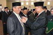 Bupati Wajo Serahkan Anugrah Tanda Kehormatan Satya Lencana  Karya  Satya Kepada ASN Kabupaten Wajo
