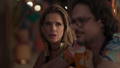 Silvana (Ingrid Guimarães) abre o coração para Mario (Lucio Mauro Filho) — Foto: Globo
