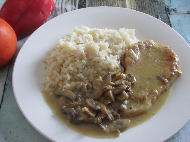 bitki wieprzowe z pieczarkami i ryżem
