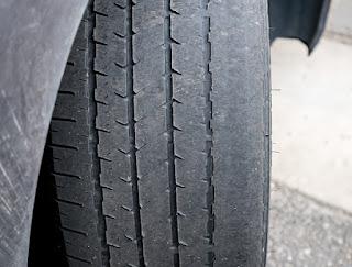 Presión y desgaste de los neumáticos, entre los principales consejos para el usuario este verano