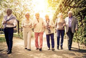 Que a velhice é um processo biológico natural não se tem dúvidas, pois toda pessoa está sujeita ao nascimento, crescimento e morte, mas esse processo se vive em um contexto social.